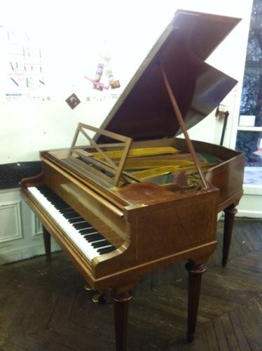 piano-pleyel-modele-3bis-de-1923-acajou-pommele-6-pieds-disponible-chez-pianos-balleron-paris